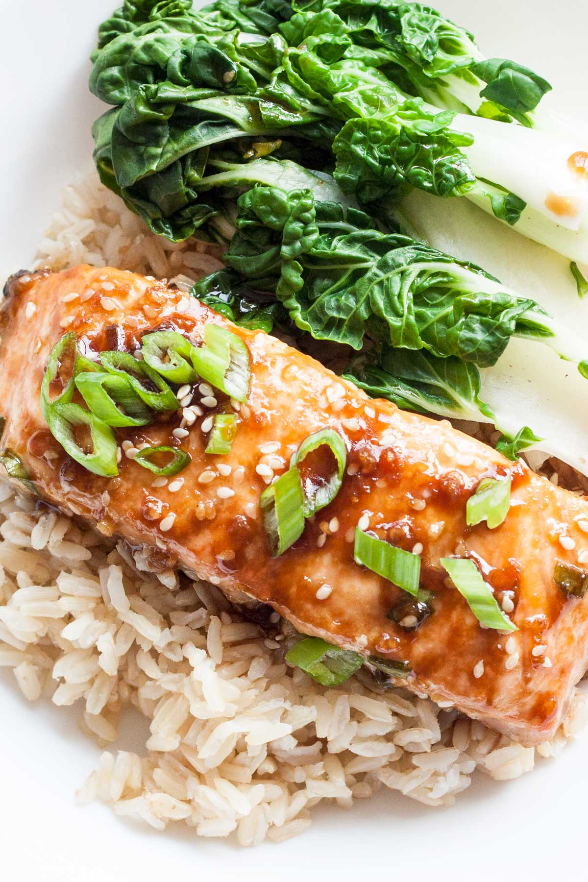 This baked salmon, packed with Asian flavors, is a hearty and healthy dish that is ready in 60 minutes!