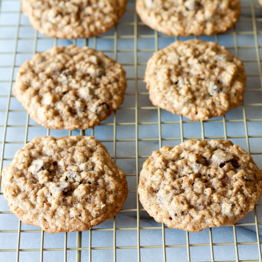 These cookies have a chewy middle and a crispy outside - a perfect compromise!