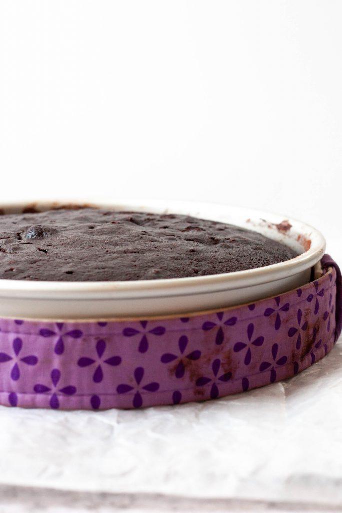cake pan with baking strip