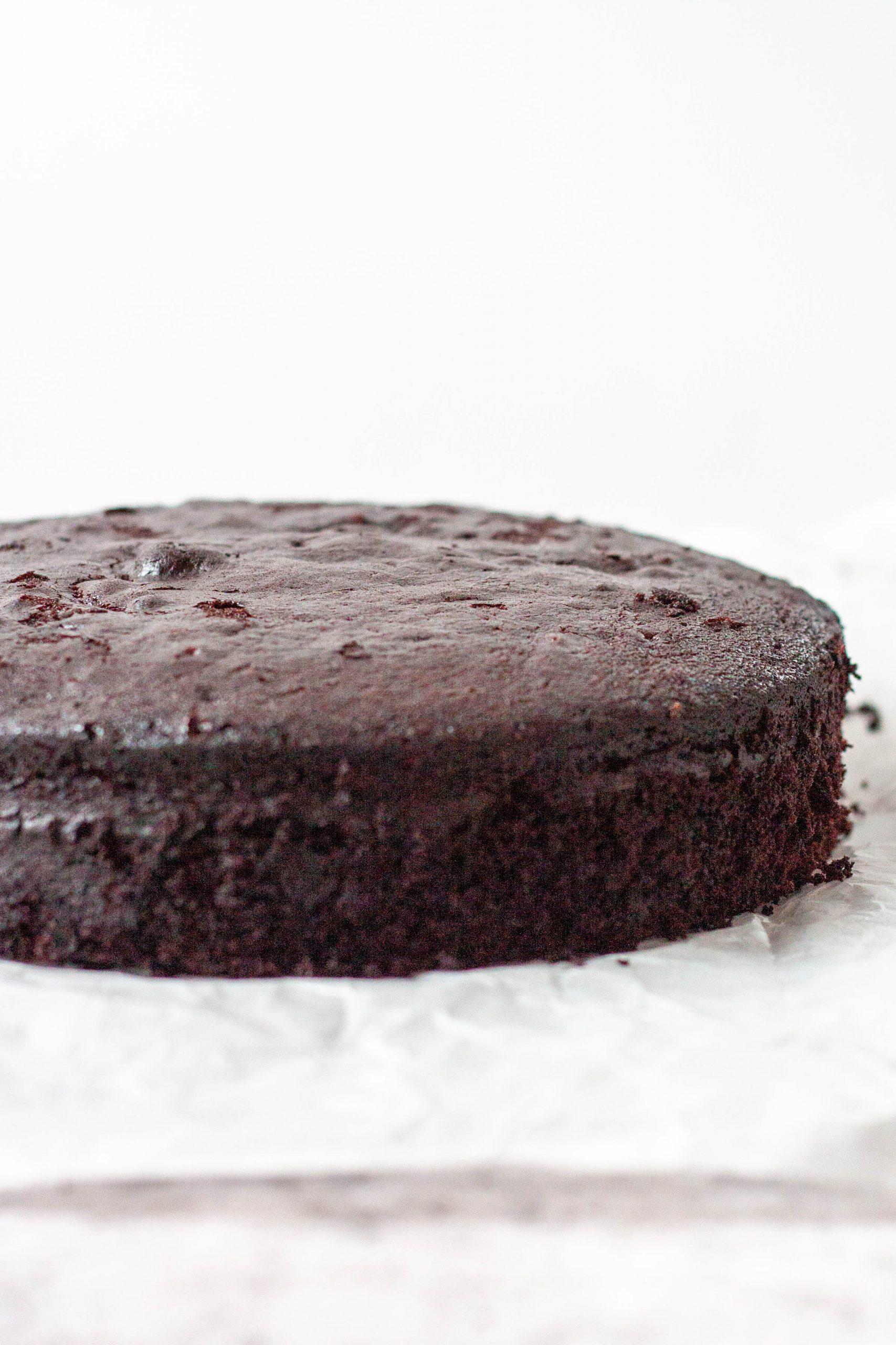 flat top chocolate cake baked using baking strips